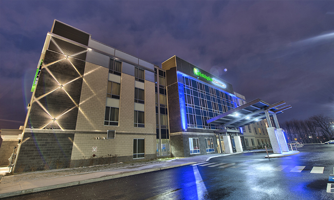 14 - Holiday Inn Express & Suites Vaudreuil-Dorion