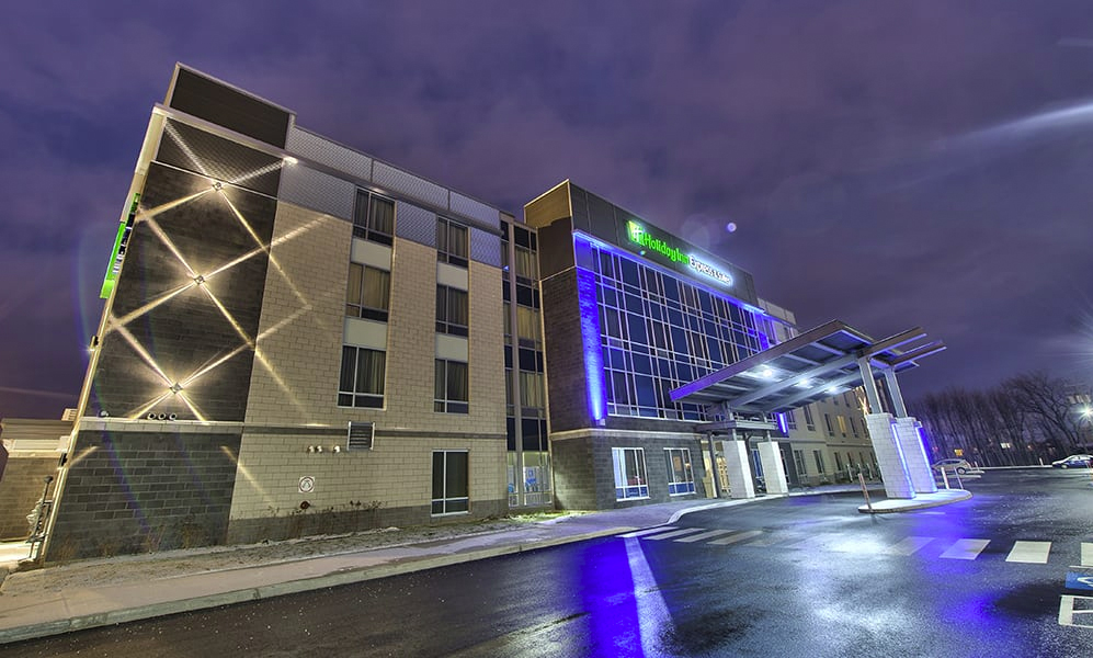 11 - Holiday Inn Express & Suites Vaudreuil-Dorion